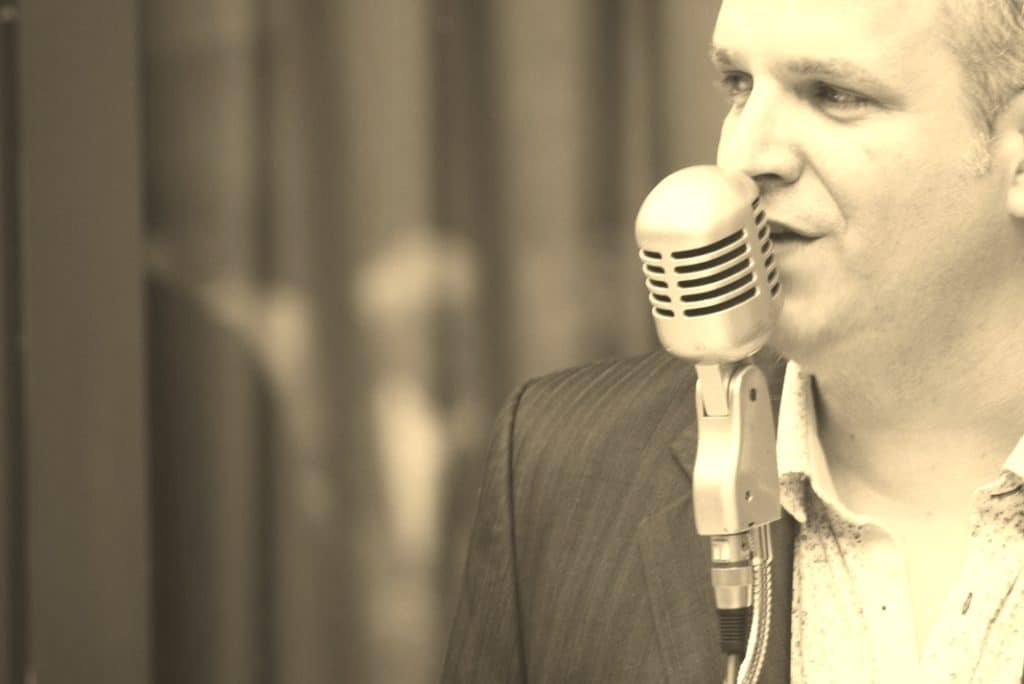 Beautiful Day : Quand la passion de la musique et le goût du contact se rencontrent, cela donne un mélange doux et explosif à la fois ! José CUSIMANO, musicien confirmé, chanteur crooner, gospel ou rock à ses heures, vous propose de gérer pour vous l'animation de votre événement : mariages, cocktails, vins d'honneur, soirées d'anniversaire ou d'entreprise... car chaque fête est unique !