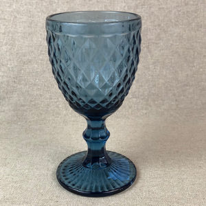 Verres en couleur : verre à pied bleu disponible à la location